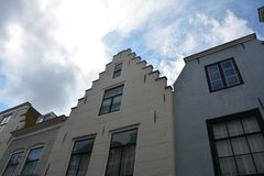 Bringen Sie Fassade in der alten Stadt von Middelburg in den Niederlanden unter Stockfotos