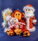 Bringen Sie Frost, Schnee-Mädchen und Schneemann nahe bei einem Affen, ein Symbol 2016 hervor Handgemacht, exklusiv Stockbilder