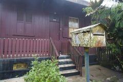 Bringen Sie geformten Briefkasten in einem Haus in Paranapiacaba unter Stockbilder