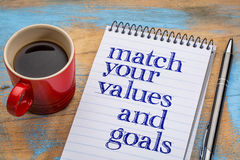 Bringen Sie Ihre Werte und Ziele - gewundenes Notizbuch zusammen lizenzfreies stockbild