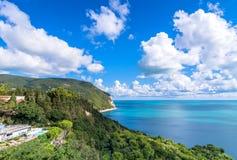Bringen Sie Nationalparkküstenlinie Conero in Sirolo, Italien an Lizenzfreie Stockfotos