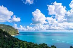 Bringen Sie Nationalparkküstenlinie Conero in Sirolo, Italien an Lizenzfreie Stockfotografie