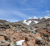 Bringen Sie Ruapehu-Landschaft und kleines watefall an, die unter eine Schneekappe in Nationalpark Tongariro fließen Lizenzfreies Stockbild
