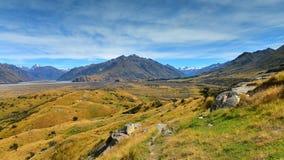 Bringen Sie Sonntag und umgebende Gebirgszüge an, benutzt in Schmierfilmbildung Lord der Ringfilm Edoras-Szene, in Neuseeland lizenzfreies stockbild
