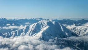 Bringen Sie Tymfristos alias Velouchi an, das in Schnee, in Evritania, GR bedeckt wird Stockbild