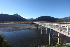 Bringen Sie weiße Brücke, Waimakariri-Fluss, Neuseeland an Stockbild