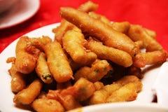 Brinjal frit servi d'une plaque blanche Photo libre de droits