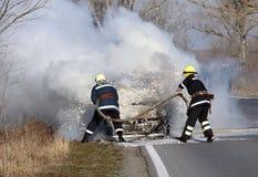 Brinnande bil Arkivfoto