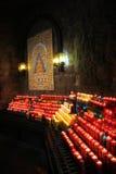 Brinnande dyrkanstearinljus, Montserrat Basilica Arkivfoton