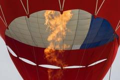Brinnande gasbrännare för närbild, flamma av ballongen för varm luft Botten beskådar Royaltyfri Foto