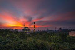 Brinnande himmel på den federala moskén av Kuala Lumpur Arkivfoto