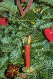 Brinnande julcandels på julträdet Royaltyfri Fotografi