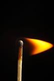 Brinnande match på makroen för pinne för svart bakgrundsflamma den wood Fotografering för Bildbyråer