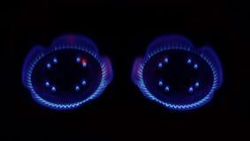 Brinnande naturgas på två gasbrännare Royaltyfria Foton