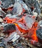 Brinnande röda kol Arkivfoton