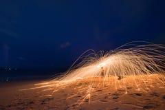 Brinnande stålull på stranden Fotografering för Bildbyråer