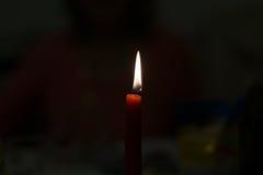 Brinnande stearinljusbakgrund Arkivfoton