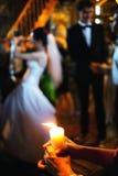 Brinnande stearinljusbröllopceremoni Royaltyfri Bild
