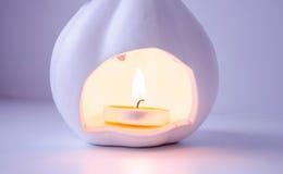 Brinnande stearinljuspumpa Royaltyfria Foton