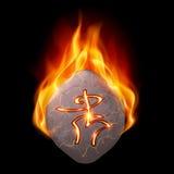 Brinnande sten med den magiska runan Arkivbilder