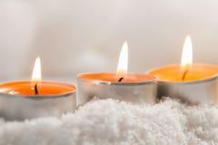 Brinnande te-ljus med bakgrund för mjuka ljus Royaltyfri Fotografi