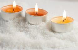 Brinnande te-ljus med bakgrund för mjuka ljus Royaltyfria Foton