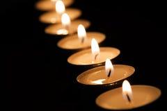 Brinnande tealights i mörker Royaltyfria Foton
