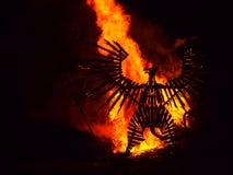 Brinnande trästaty på festivalen Royaltyfria Foton
