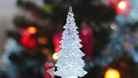 Brinque a árvore de Natal no fundo real da celebração da árvore de Natal video estoque