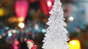 Brinque a árvore de Natal no fundo real da celebração da árvore de Natal vídeos de arquivo