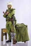 Brinque o fundo branco do boneco de ação do soldado do homem e isolado de seda realístico diminuto Imagem de Stock Royalty Free