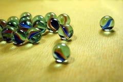 Brinquedo colorido derramado das esferas de vidro Fotografia de Stock