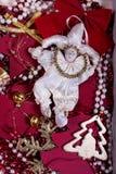 Brinquedo da boneca em uma ambiência festiva do ouropel Fotos de Stock Royalty Free
