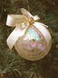 Brinquedo da pele-árvore de ano novo uma esfera Foto de Stock Royalty Free