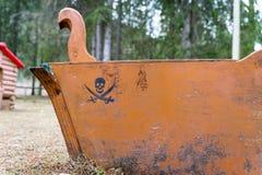 Brinquedo dado forma barco do pirata fotografia de stock