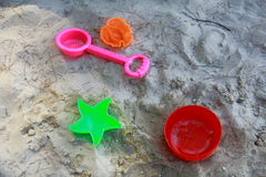 Brinquedo das crianças no mar da praia imagens de stock royalty free