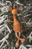 Brinquedo de Amigurumi Girafa de descanso imagens de stock royalty free