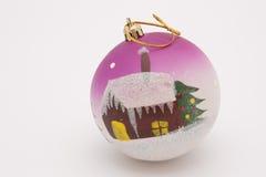 Brinquedo de ano novo - uma esfera com casa Imagem de Stock Royalty Free