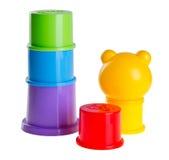 Brinquedo de Childs que empilha copos no fundo Fotos de Stock