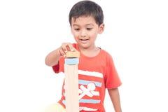 Brinquedo de madeira do jogo bonito do menino Fotos de Stock