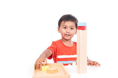 Brinquedo de madeira do jogo bonito do menino Imagens de Stock