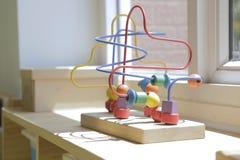Brinquedo de madeira para crianças em uma sala de aula 2 do jardim de infância foto de stock royalty free