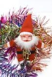 Brinquedo de Papai Noel em beiras coloridas fotos de stock royalty free