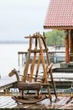 Brinquedo do cavalo feito da madeira na manhã Imagens de Stock