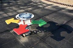 Brinquedo do compasso no campo de jogos com pontos cardinais Imagem de Stock