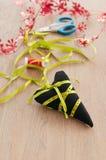 Brinquedo Handmade do tree do Natal na tabela Imagem de Stock