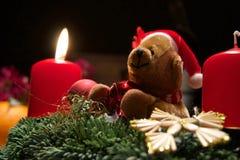 Brinquedo peluches com velas do Natal Foto de Stock Royalty Free