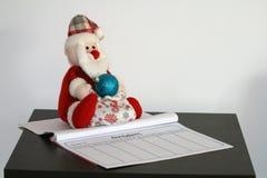Brinquedo Santa Claus do luxuoso e um diário foto de stock