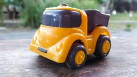 Brinquedos alaranjados carregados em uma base de madeira imagens de stock royalty free