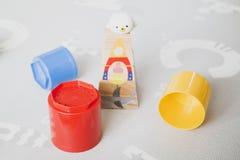 Brinquedos coloridos da torre fotos de stock